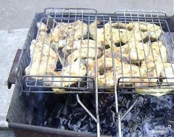 Как приготовить шашлык из сома на мангале
